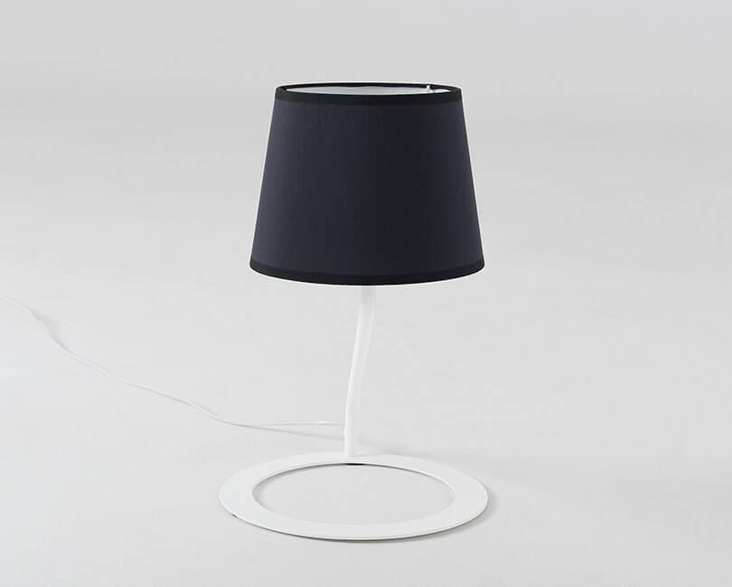 STOLNÍ LAMPA SHADE ČERNÁ S BÍLOU NOHOU